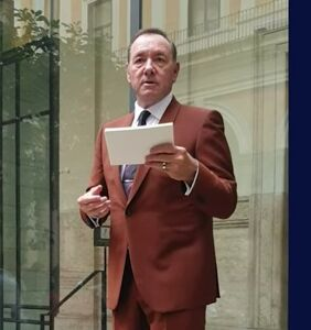 WATCH: Kevin Spacey is now a street performer
