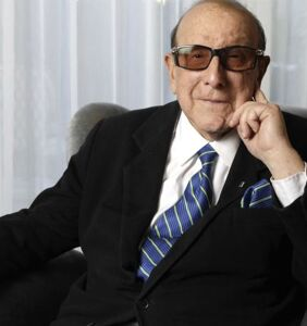 Legendary record exec Clive Davis opens up about learning to embrace his bisexuality