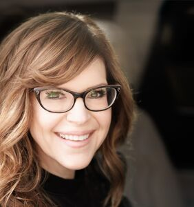 EXCLUSIVE: Singer Lisa Loeb debuts her new video, and it's oh-so-gay