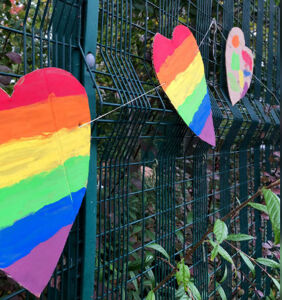 Elementary pupils show support for gay headteacher in best way possible