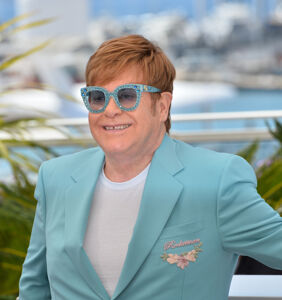 "Elton John is ""extremely unwell,"" cancels concert"