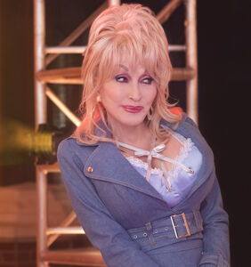 "Dolly Parton to those who oppose Black Lives Matter: ""Don't be a dumba**!"""