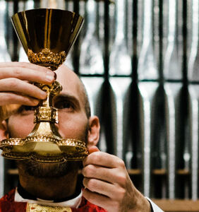Priest refuses communion to long-term church-goer because she's gay