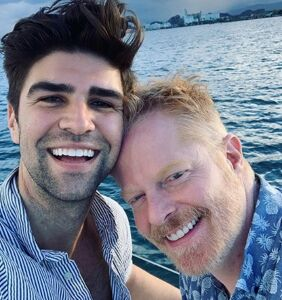 'Modern Family' star Jesse Tyler Ferguson makes big announcement on 'Late Late Show'