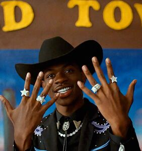 Lil Nas X shuts down homophobic rapper with one simple tweet