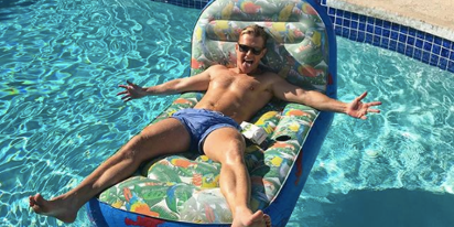 "Actor Rick Cosnett makes surprise announcement: ""Hi, everyone… Dramatic pause… I'm gay!"""