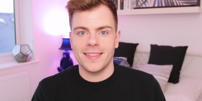 """YouTuber Niki Albon comes out in emotional video titled """"I'm gay"""""""