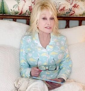 Dolly Parton will read you a bedtime story to get through the pandemic