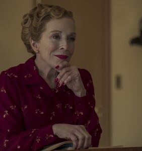 WATCH: Holland Taylor spills on getting seduced by Ryan Murphy