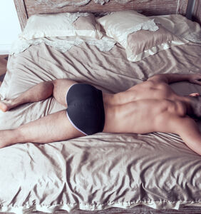 """Straight dude says he can't stop """"obsessively fantasizing about bottoming"""" for another guy"""