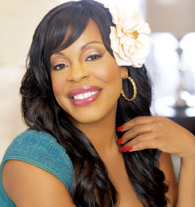 Actress Niecy Nash came out at the altar, and made us all fall in love