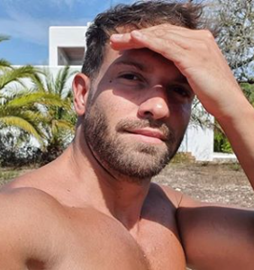 Everyone's salivating over Pablo Alborán's armpits