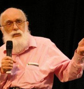 """The Amazing Randi,"" gay magician and paranormal debunker, dead at 92"