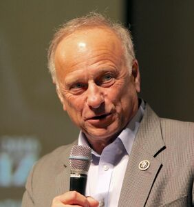 """Steve King outdoes his own racism, demands to know if Kamala Harris """"descended from slaves"""""""