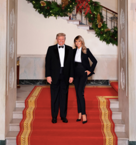 """Many people"" believe the Trump's Christmas card was photoshopped and the evidence is compelling"