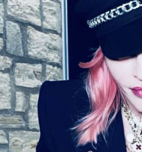 """Madonna gets """"inked for the very first time"""""""
