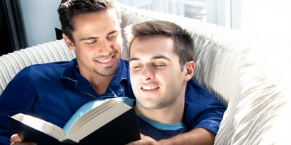 This guy's boyfriend read him bedtime stories… and charmed the Internet
