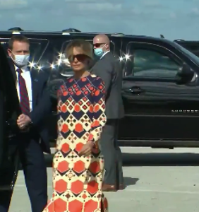 Video of Melania snubbing reporters and abandoning Trump on tarmac goes absolutely viral