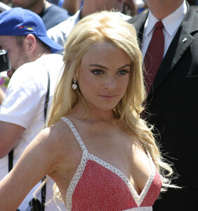 Lindsay Lohan refuses to come out on behalf of fan