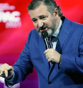 Ted Cruz bombs at CPAC with jokes about men french kissing and his trip to Cancun