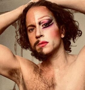 Makeup artist's amazing one-man duets with himself go viral