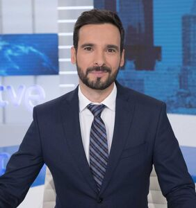 Spanish TV host Lluís Guilera offers a master class in how to handle homophobic Twitter trolls