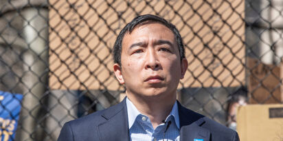 """Andrew Yang is OK with Dave Chappelle's transphobia because it's just a different """"point of view"""""""