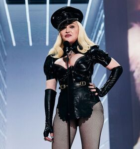 Madonna gave haters even more ass to kiss at last night's MTV VMAs