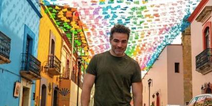 Telenovela star Roberto Manrique would like to introduce you to his supercute boyfriend
